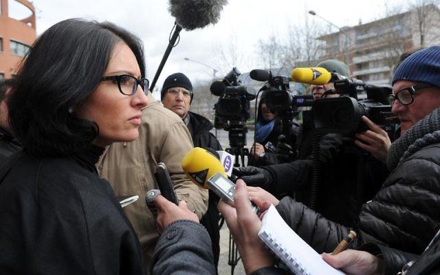 Agnès Dufetel-Cordier l'avocate de l'un des adolescents toulousains candidats au jihad en Syrie, le 30 janvier 2014 face aux journalistes à Toulouse (Crédit: AFP/Eric Cabanis)