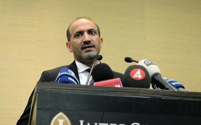 Le leader de la Coalition de l'opposition syrienne, Ahmad Jarba, lors d'une conférence de presse, le 23 janvier 2014 à Genève (Crédit: AFP/Philippe Desmazes)