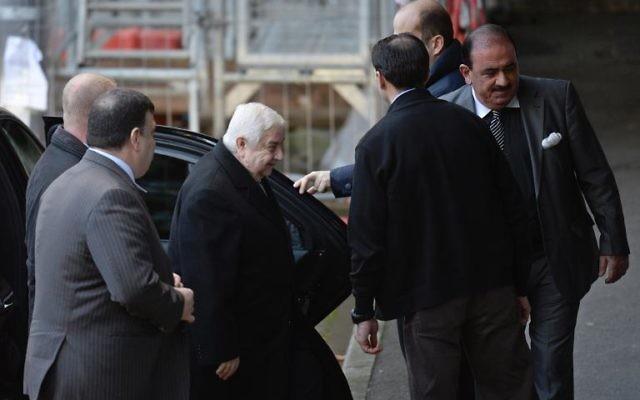 Le chef de la diplomatie syrienne Walid Mouallem arrive au siège de l'ONU à Genève, le 24 janvier 2014 (Crédit : AFP/Philippe Desmazes)
