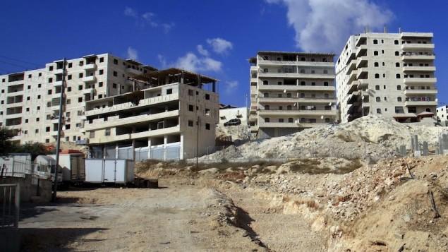Appartements en construction à Jérusalem. Illustration. (Crédit : Sliman Khader/Flash90)