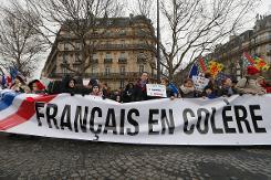 Banderole de la manifestation contre le pouvoir, le 26 janvier 2014 à Paris (Crédit : AFP/Thomas Samson)