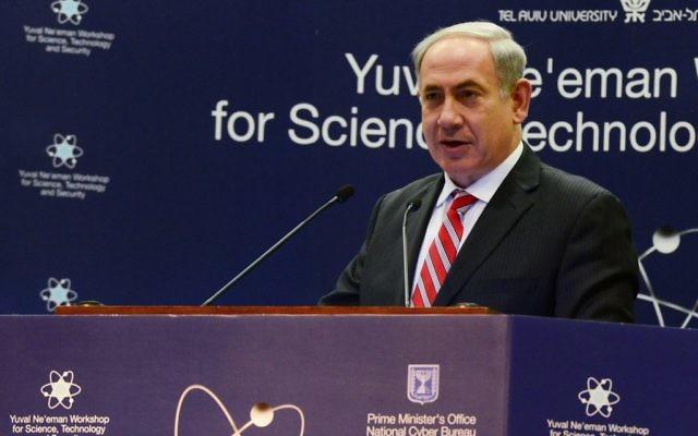 Benjamin Netanyahu lors de son discours au sommet de la guerre cybernétique tenue à Tel Aviv, le 26 janvier 2014 (Crédit : Moshe Milner/GPO/Flash90)