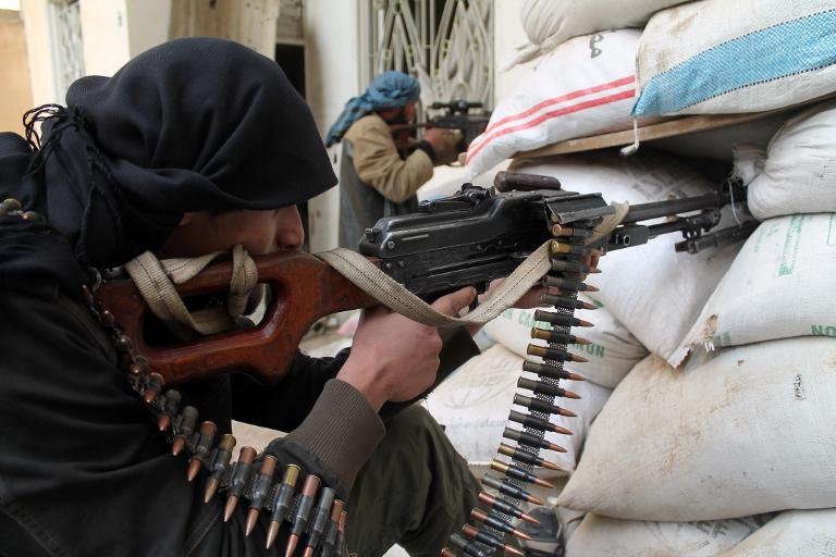 Des combattants rebelles - le 25 janvier 2014 à Ezzor en Syrie (Crédit : AFP/Archives Ahmad Aboud)