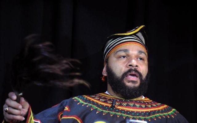 Dieudonné M'Bala M'Bala au théâtre de la Main d'Or - 11 janvier 2014 à Paris (Crédit : AFP/Archives/Alain Jocard)