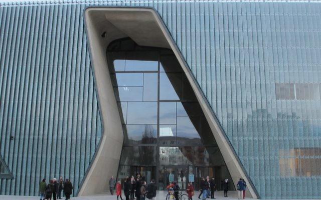 Le musée d'Histoire des Juifs à Varsovie (Crédit : Ruth Ellen Gruber/JTA)