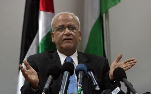 Saeb Erekat, négociateur palestinien, lors d'une conférence de presse à Ramallah en Cisjordanie, le 2 janvier 2012. (Crédit : Issam Rimawi/Flash90)