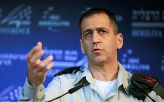 Le général de division Aviv Kochavi pendant une conférence sur la sécurité à Herzliya, en 2012. (Crédit: Yehoshua Yosef/Flash90)