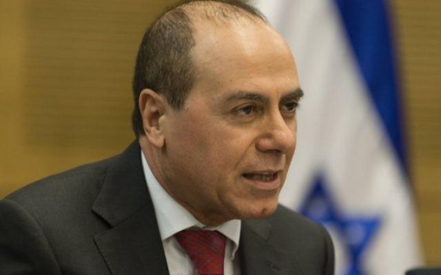 Le ministre de l'Energie israélien Silvan Shalom, le 23 décembre 2013. (Crédit : Flash 90)