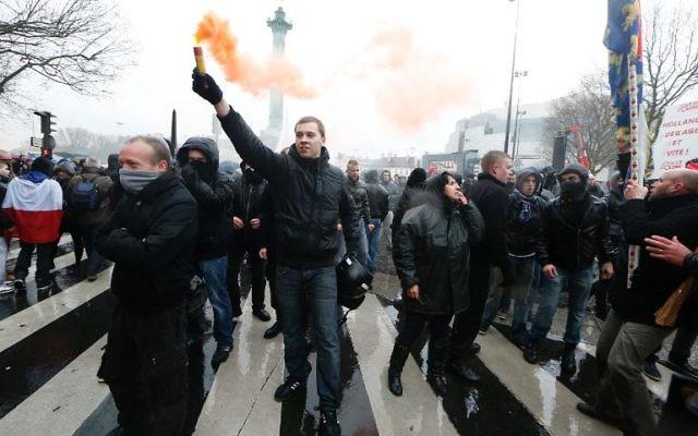 """Manifestation anti-Hollande à Paris, """"Jour de colère, le 26 janvier 2014  (Crédit : AFP/Thomas Samson)"""