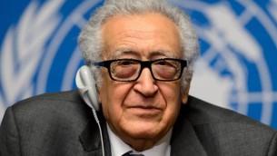 L'émissaire spécial pour la Syrie, Lakhdar Brahimi, lors d'une conférence de presse au siège de l'ONU, le 26 janvier 2014 à Genève  (Crédit : AFP/Fabrice Coffrini)