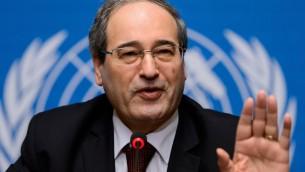 Le vice ministre syrien des Affaires étrangères Faisal Makdad lors d'une conférence de presse aux Nations Unies à Genève, le 26 janvier 2014 (Crédit : AFP/Fabrice Coffrini)
