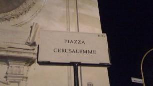 Place de Jérusalem à Rome où se situe la synagogue (Crédit : Stéphanie Bitan/ The Times of Israel)