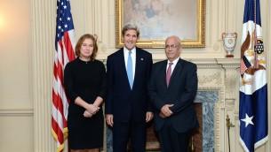 Tzipi Livni (gauche), John Kerry (centre) et Saeb Erekat (Crédit : State Department)