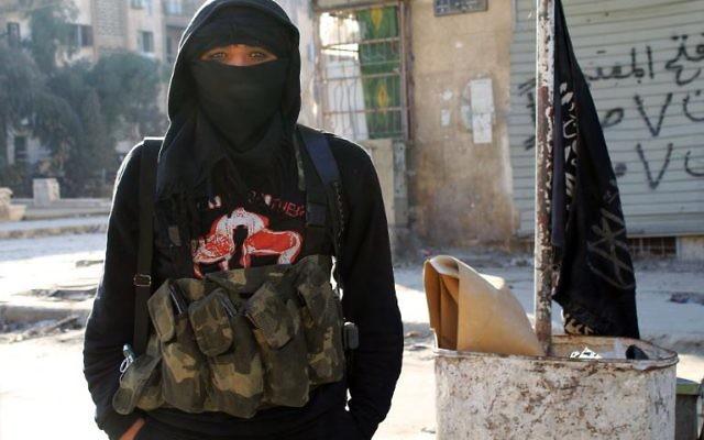 Un membre du groupe djihadiste Al-Nusra à Alep, le 11 janvier 2014 (Crédit AFP - Aleppo Media Center/AFP/Archives Baraa al-Halabi)
