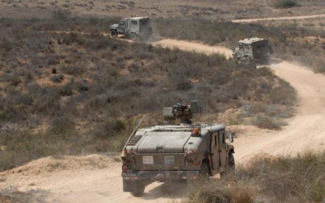 Véhicules de patrouille de l'armée israélienne (Crédit : Gili Yaari/Flash90/File)
