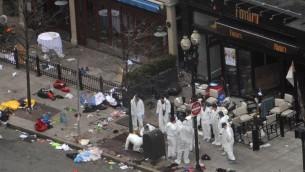 Des enquêteurs à Boston le 16 avril 2013 au lendemain de l'explosion de deux bombes artisanales sur la ligne d'arrivée du marathon qui a fait 3 morts et 260 blessés (Crédit: Getty/AFP/Archives Darren Mccollester)