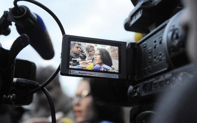 Agnes Dufetel-Cordier, avocate d'un des deux adolescents toulousains candidats au Jihad en Syrie, filmée par une caméra de presse mercredi 29 janvier durant l'interrogatoire des deux adolescents par la police à Toulouse  (Crédit: AFP/Pascal Pavani)