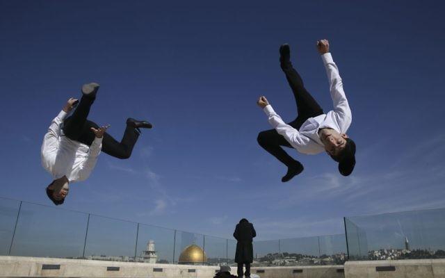 Les frères Hayat gardent toujours leurs yarmulkas sur la tête ! (Crédit: Nati Shohat/Flash90)