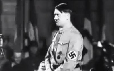 Adolf Hitler dans les années 1930 dans « Le règne de terreur d'Hitler »  (Crédit : Archives/capture d'écran YouTube)