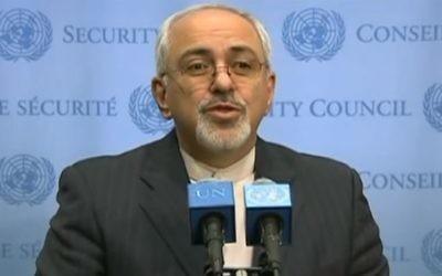 Le chef de la diplomatie iranienne Mohammed Javad Zarif aux Nations Unies, le 26 septembre 2013. (Crédit : capture d'écan Youtube/Youtube News)