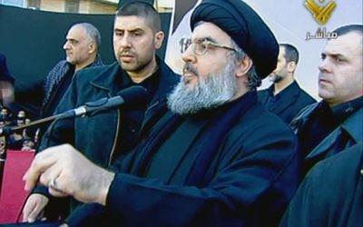 Le chef du Hezbollah, le cheikh Hassan Nasrallah s'adressant à la foule à Beyrouth au Liban, décembre 2011 (Crédit : AFP Photo/al-Manar TV)
