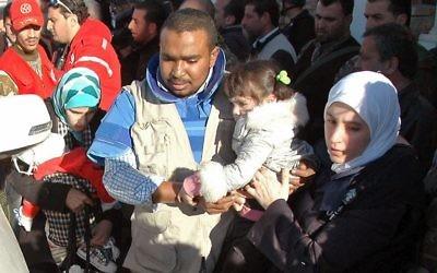 Plus de 200 civils ont été évacués mercredi de l'enclave rebelle à Homs assiégée par l'armée et des vivres y ont été acheminés, alors que les négociations à Genève destinées à mettre fin au conflit en Syrie piétinent.  (Crédit : AFP)
