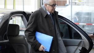 Le médiateur de l'ONU, Lakhdar Brahimi, arrive au siège de l'ONU pour la poursuite des discussions sur la Syrie, le 12 février 2014 à Genève (Crédit : AFP/Philippe Desmazes)