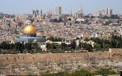 Jerusalem, vue du Mont des Olives (Crédit : Wayne McLean/Wikimedia Commons/CC BY 2.0)