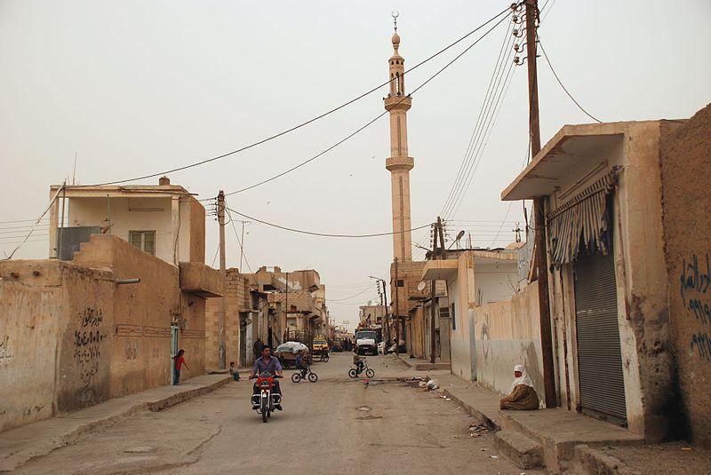 Une mosquée dans la vieille ville de Raqqa, en Syrie. Illustration. (Crédit : Bertramz/CC BY/Wikimedia Commons)