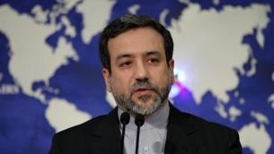 Abbas Araghchi, vice-ministre des Affaires étrangères et chef des négociateurs nucléaires iraniens, lors d'une conférence de presse à Téhéran, le 14 mai 2013  (Crédit : AFP/Archives Atta Kenare)
