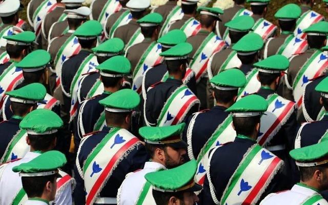 Célébration du 34e anniversaire de la révolution islamique, le 11 février 2013 place Azadi, à Téhéran  (Crédit : AFP/Atta Kenare)