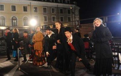 Des acteurs du Théatre juif d'Etat de Bucarest (Crédit : AFP)