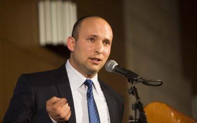 Le ministre de l'Economie, Naftali Bennett à une conférence à Jérusalem. (Crédit : Yonatan Sindel/Flash90)