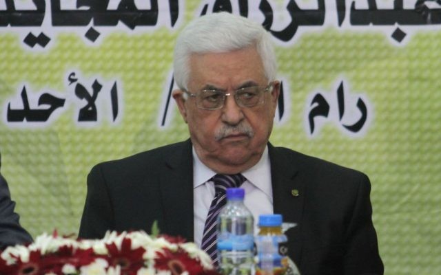 Le président de l'Autorité palestinienne Mahmoud Abbas à une réunion du Conseil révolutionnaire du Fatah à Ramallah (Crédit : Issam Rimawi/Flash90)