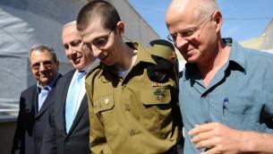 Gilad Shalit à sa libération, en octobre 2011.(Crédit : GPO/Flash90)