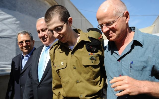 Gilad Shalit à sa libération, en octobre 2011. (Crédit : GPO/Flash90)