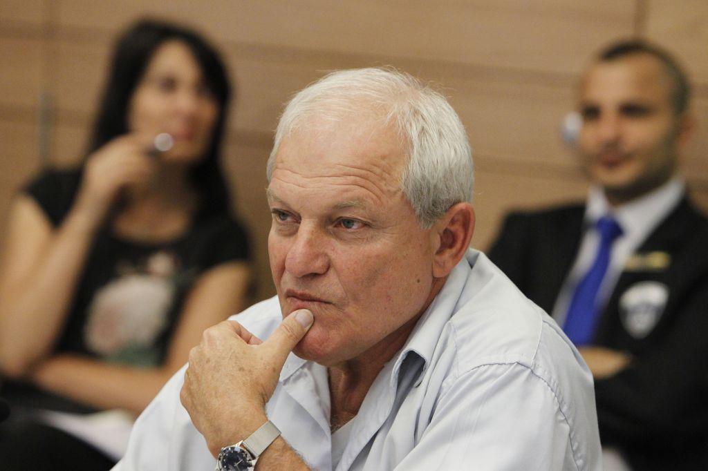 Haim Katz (Likud) à la commission du Travail, des Affaires sociales et de la Santé de la Knesset, en février 2014. (Crédit : Miriam Alster/Flash90)