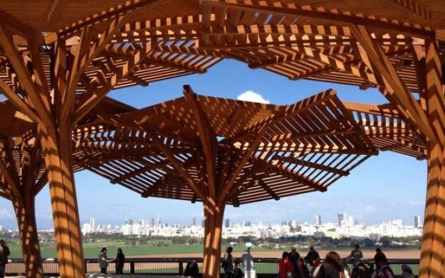 La vue du parc Ariel Sharon (Crédit : Jessica Steinberg/Times of Israel)