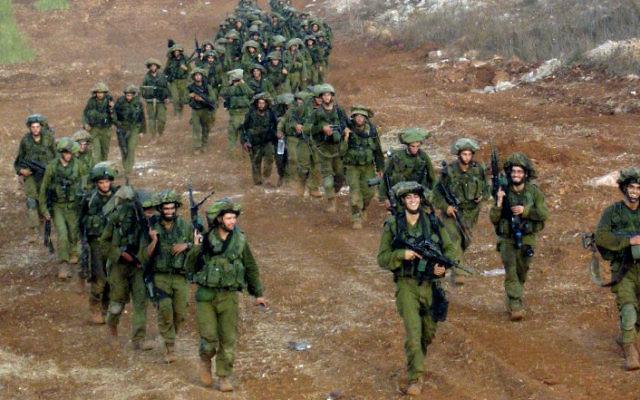 Des soldats de la brigade Nahal quittent le Liban, en août 2006. Illustration. (Crédit : Hmbr/domaine public/Wikimedia Commons)