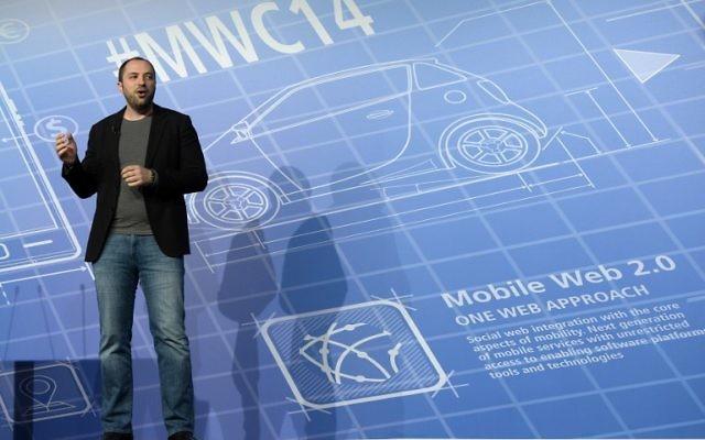 Jan Koum, cofondateur de Whats App, lors d'un congrès à Barcelone (Crédit : LLUIS GENE/AFP)