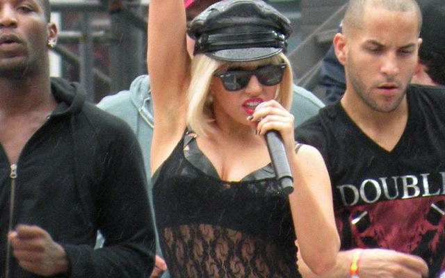 La chanteuse Lady Gaga en répétition pour les Music Video Awards - 2009 (Crédit : teyuh/Wikimedia commons/cc-by-2.0)
