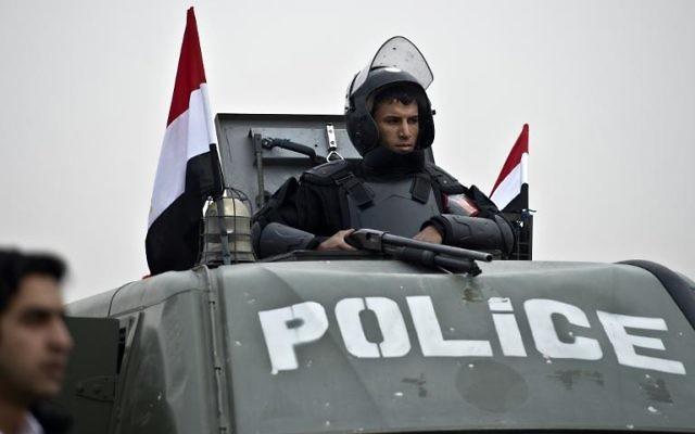 La police anti-émeute au Caire le 16 février 2014 (Crédit : AFP)
