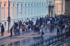 La police utilise un canon à eau pour disperser des manifestants, le 2 juin 2013 à Istanbul  (Crédit : AFP/Ozan Kose)