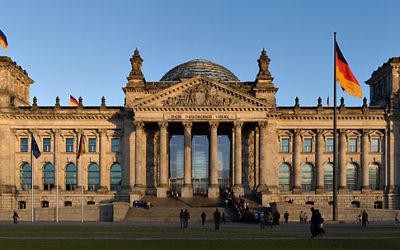 Le Bundestag, chambre basse du Parlement allemand (Crédit : Jürgen Matern /Wikimedia Commons, CC-BY-3.0)