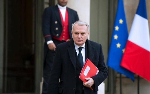 Jean-Marc Ayrault, à la sortie de l'Elysée le 23 janvier 2014 à Paris (Crédit : AFP/Archives/Alain Jocard)
