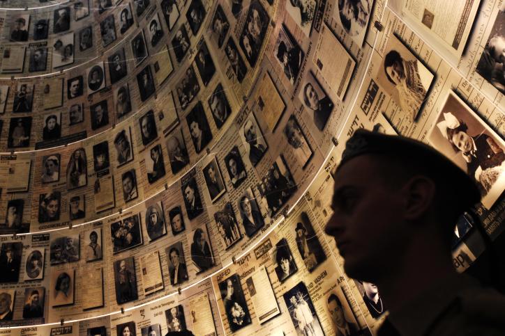 Le hall des noms, à Yad Vashem. Illustration. (Crédit : Miriam Alster/Flash90)