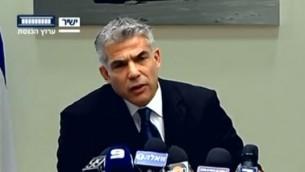 Le ministre des Finances, Yair Lapid (Crédit : capture d'écran de la chaîne de télévision de la Knesset)