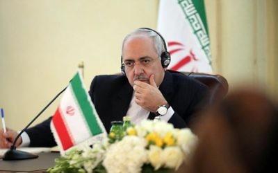 Le ministre iranien des Affaires étrangères, Mohammad Javad Zarif, à Koweit city le 1er décembre 2013 (Crédit : AFP/Archives Yasser al-Zayyat)