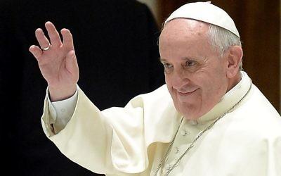 Le pape François recevant des membres de la communauté du Chemin néocatéchuménal, le 1er février 2014 au Vatican  (Crédit : AFP Filippo Monteforte)