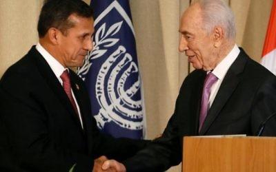 Le président israélien Shimon Peres et le président péruvien Humala (Crédit : AFP/AFP Gali Tibbon)
